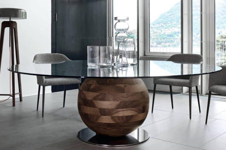 Gheo K: tavolo rotondo in noce canaletta e piano in cristallo - Porada
