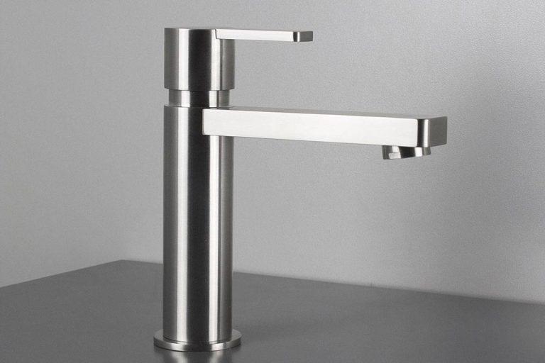 EXO: rubinetto moderno in acciaio inox